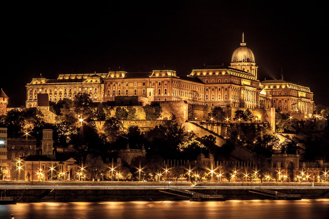 series outside landscape cityscape photo by taspho photography-budapest at night
