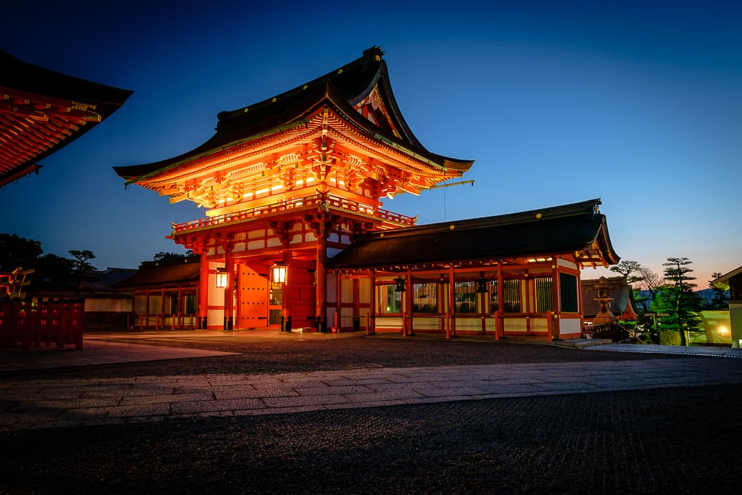 series outside landscape cityscape photo by taspho photography-shrine in japan